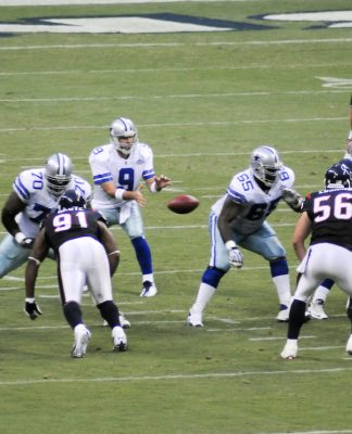 Tony Romo receiving the ball in the shotgun formation